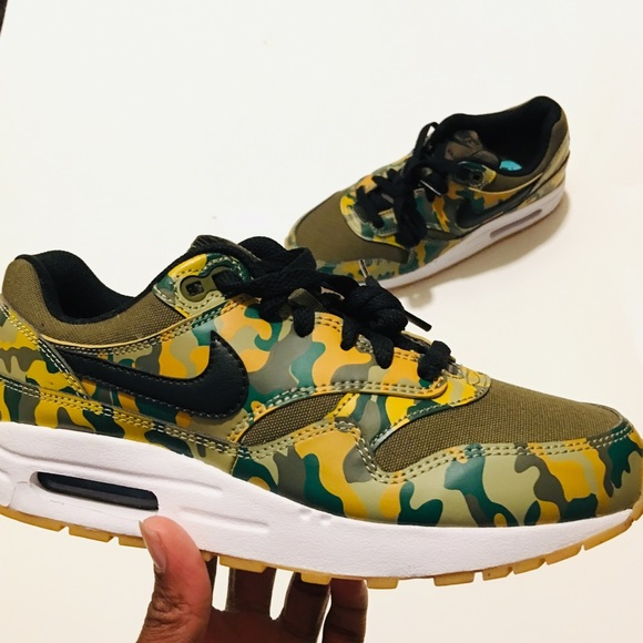 Nike Air Max 1 Print Camo Olive Black womens 7 NWT